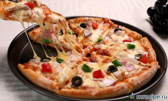Пицца с яйцами и ветчиной